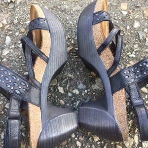 Naot Relate brushed black leather platform sandal